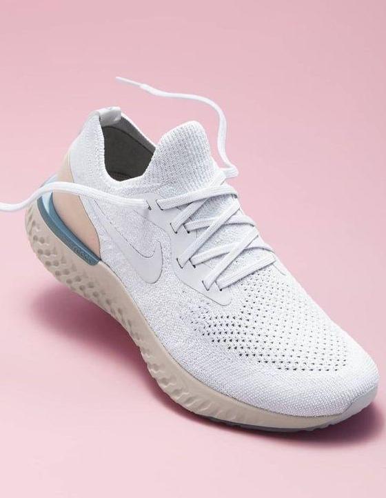 75918ebeb601a Beh zahŕňa veľmi špecifický pohyb chodidla – od päty až po prsty. Opakovane  odráža vašu telesnú hmotnosť smerom nahor a nadol. Správne bežecké topánky  musia ...