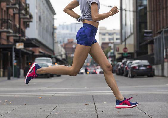 421a4c1fdda9c My ženy vieme pod tlakom okolností bežať bosé, ale ovládame aj  príležitostný beh na podpätkoch. Na čo však treba myslieť, ak sa rozhodnete  pre aktívny beh?