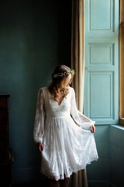 c42b21658 V týchto farbách sa navyše popri popolnočných nájdu aj krásne šaty pre svadobnú  mamu, ktoré možno v prípade záujmu doplniť o elegantný klobúčik alebo ...