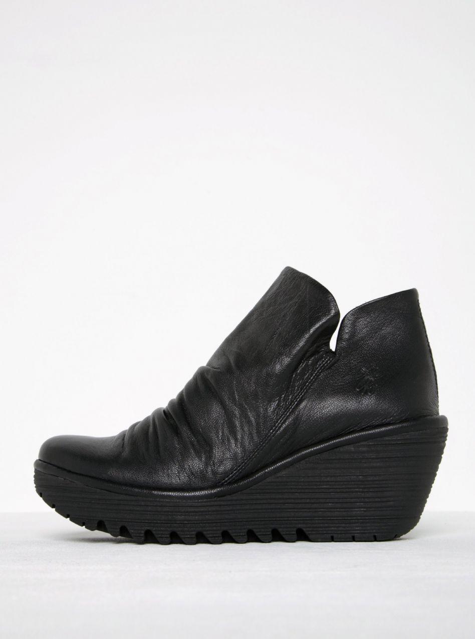 b15ff6e242ca Čierne dámske kožené členkové topánky na platforme FLY London značky Fly  London - Lovely.sk