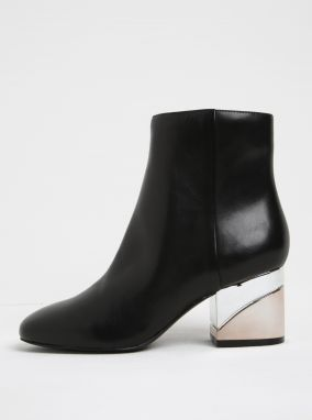 57c145790086 Čierne dámske kožené členkové topánky na metalickom podpätku ALDO Kaedi