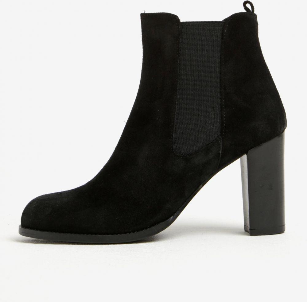83726a150c69 Čierne semišové chelsea topánky na vysokom podpätku OJJU značky OJJU -  Lovely.sk