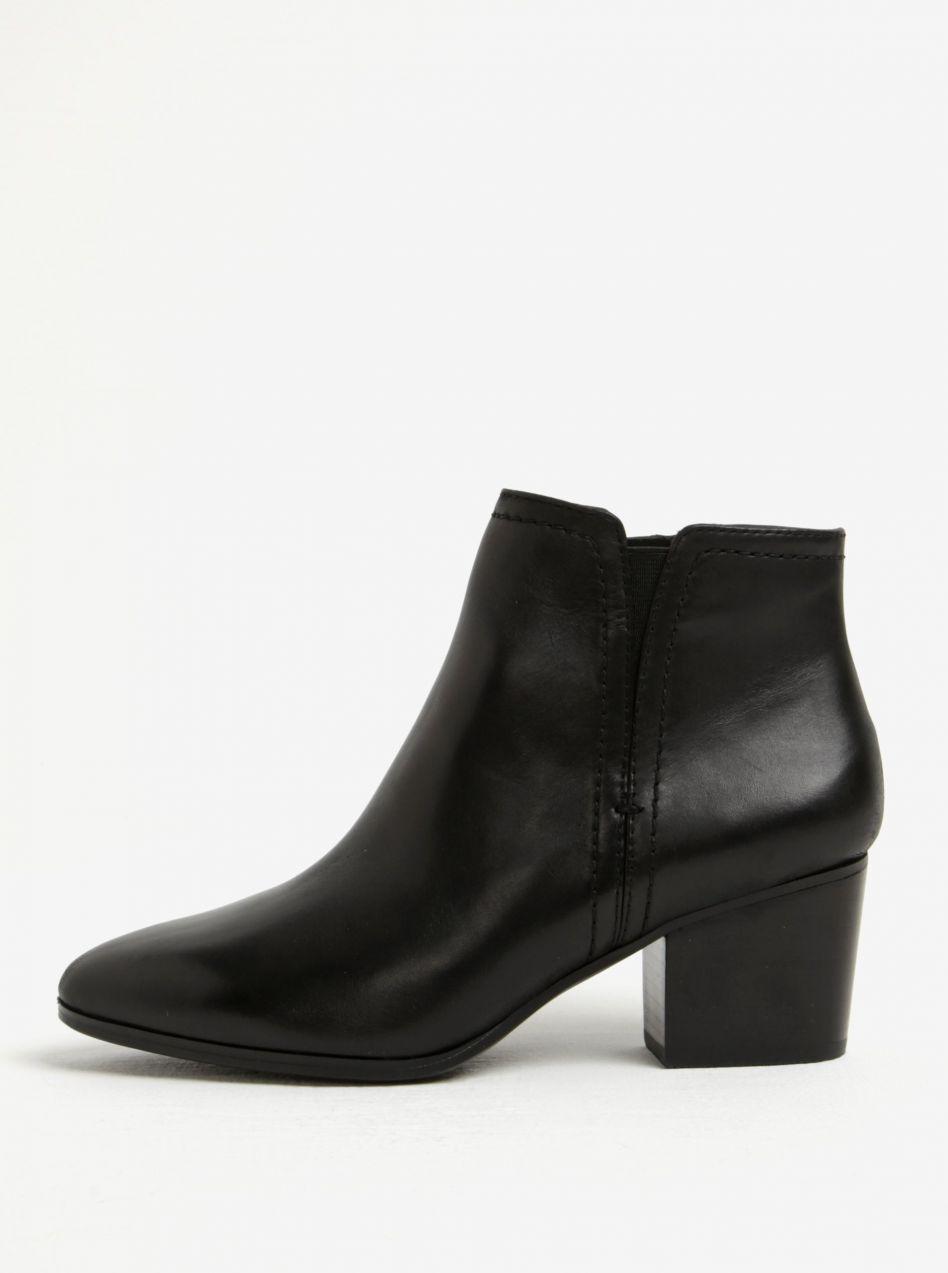 c28006854 Čierne dámske kožené členkové topánky na podpätku ALDO Larissi značky ALDO  - Lovely.sk