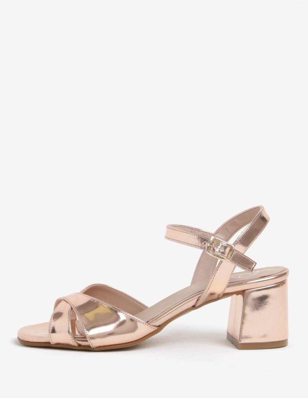 ebb307dac2 Lesklé sandále v ružovozlatej farbe na širokom podpätku OJJU značky OJJU -  Lovely.sk