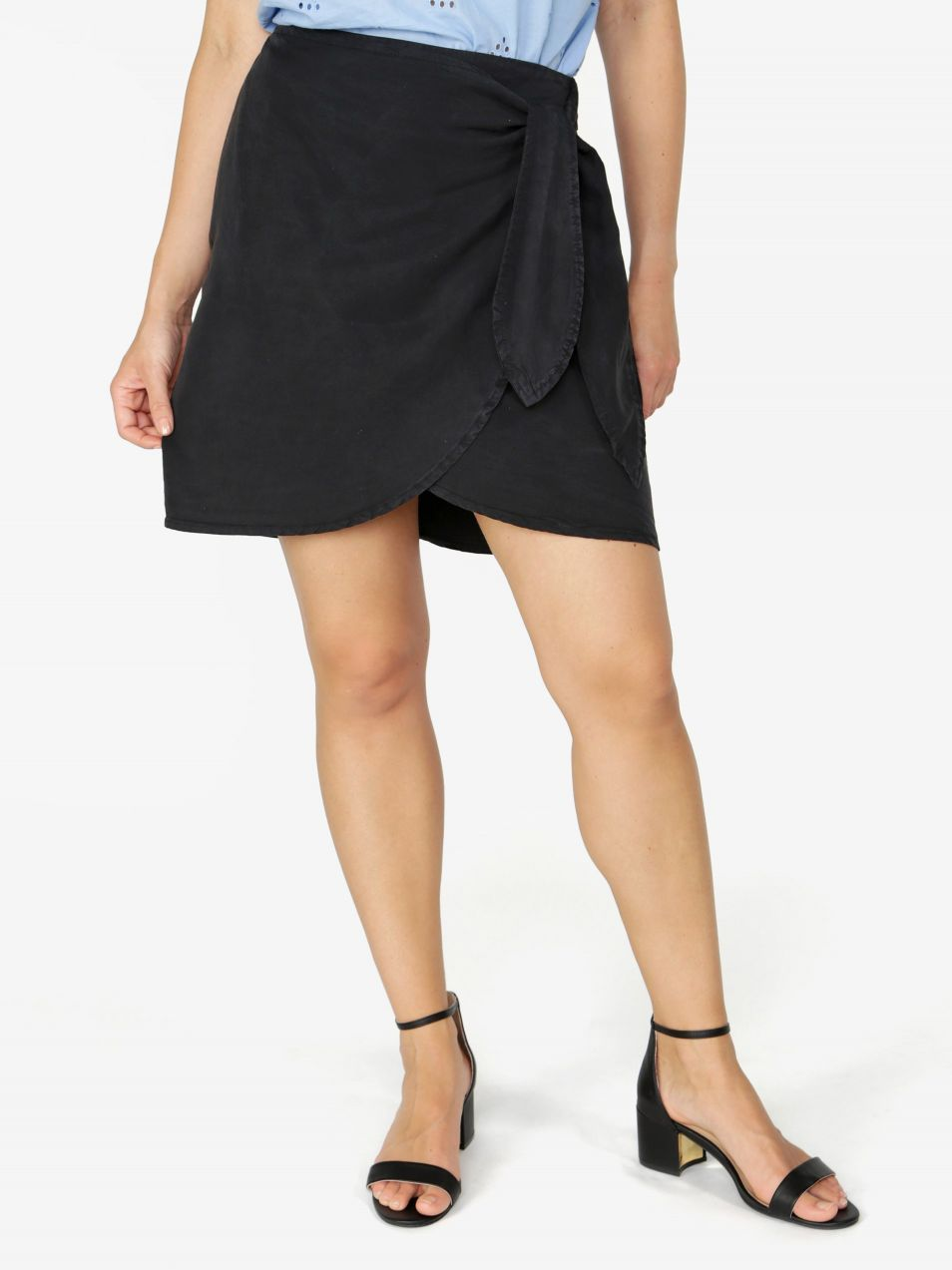 83a4aae12469 Čierna zavinovacia sukňa VERO MODA Zuri značky Vero Moda - Lovely.sk