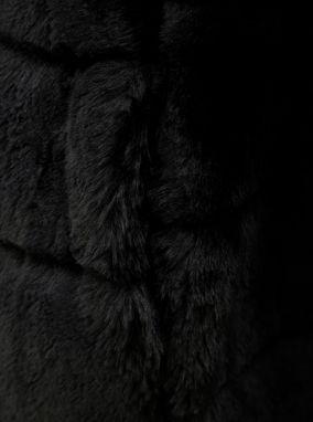 Čierny kabát z umelej kožušiny Dorothy Perkins značky Dorothy ... 2038b1a7068