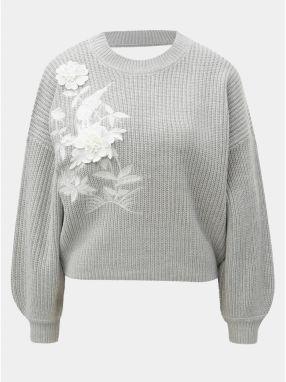853ebce6014e Svetlosivý krátky sveter s kvetinovou aplikáciou a prestrihom na chrbte Miss  Selfridge