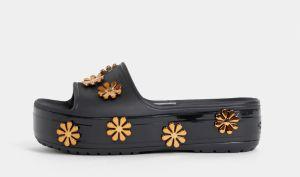 66caa5a16a Čierne dámske šľapky na platforme s ozdobnou aplikáciou Crocs Platform  Metallic Blooms