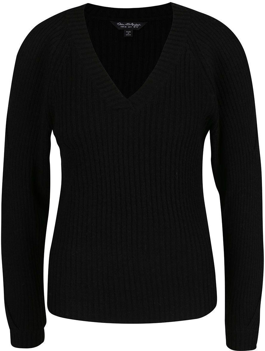 5f903a46be0b Čierny sveter s priestrihmi na rukávoch Miss Selfridge značky Miss Selfridge  - Lovely.sk