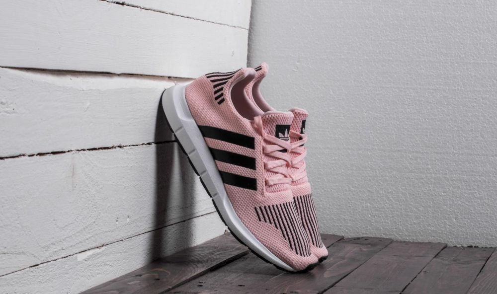 3f860ec64c71e adidas Swift Run J Icey Pink  Core Black  Footwear White EUR 37.3 značky  adidas Originals - Lovely.sk