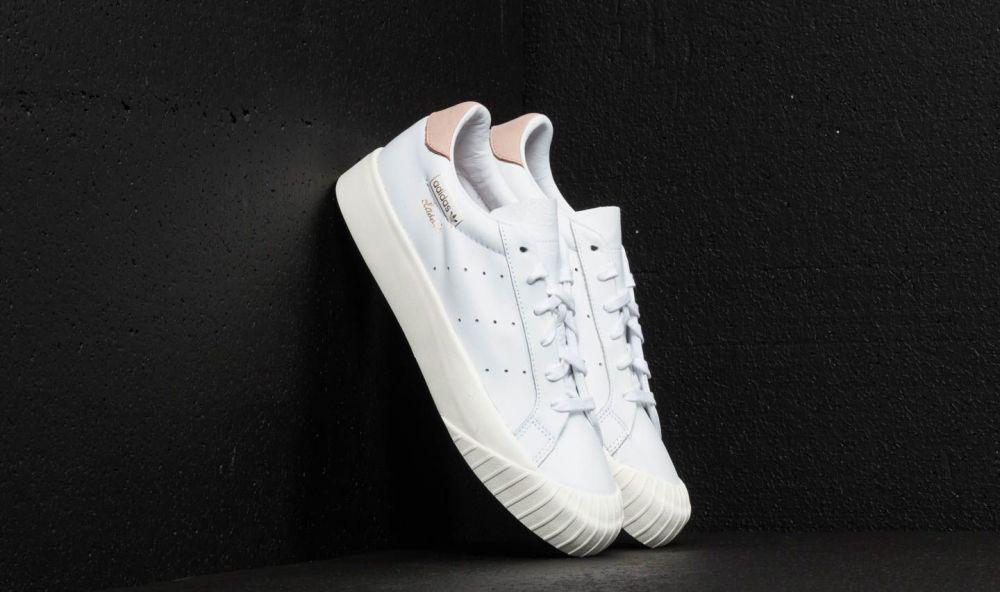 adidas Everyn W Ftw White  Ftw White  Ash Pearl značky adidas ... 89db2447d51