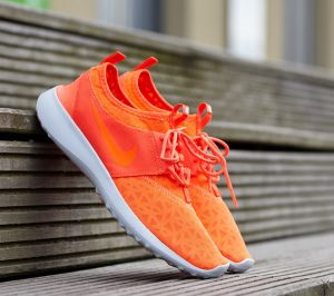 Nike Wmns Juvenate Total Crimson/ Total Crimson-White EUR 36