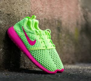 Nike Roshe One Flight Weight (GS) Ghost Green/ Pink Blast EUR 38.5