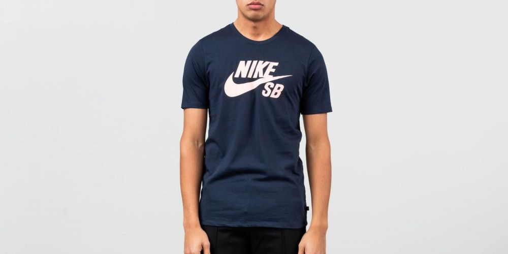 4fdb50201bf1 Nike SB Logo Men s T-Shirt Obsidian  Obsidian  Oracle Pink značky ...