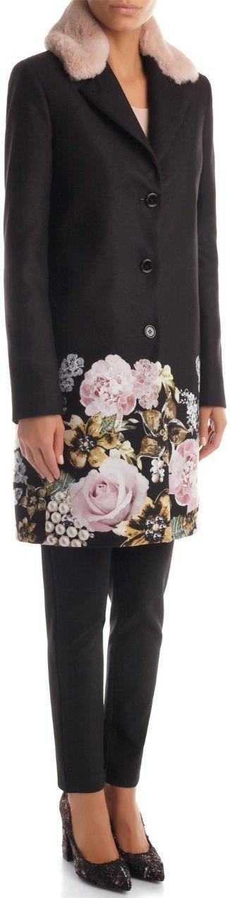Rinascimento čierny elegantný kabát s kvetinovými motívmi značky  Rinascimento - Lovely.sk c03cb77175a