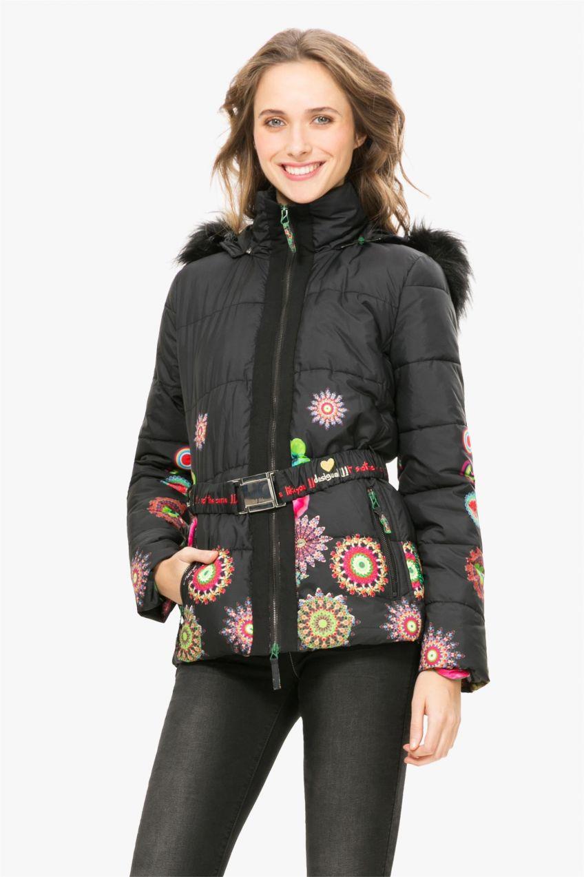 Desigual čierna zimná bunda Marian s farebnými potlačami značky Desigual -  Lovely.sk 7051baa513f