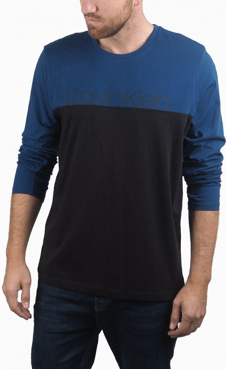 Calvin Klein modro-čierne pánske tričko L S Crew Neck značky Calvin ... dbbaf17a163