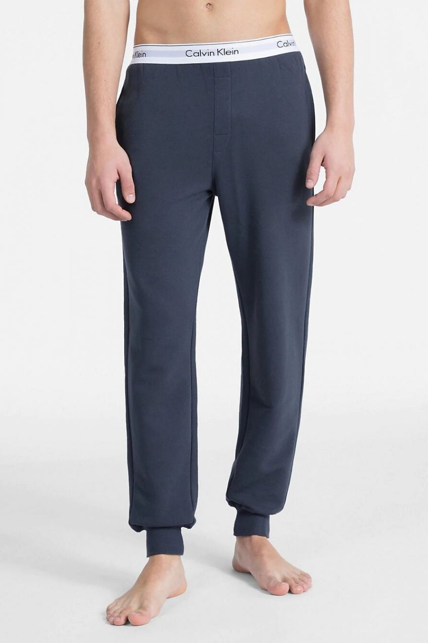 9d65d62f7b Calvin Klein tmavo sivé pánske tepláky Jogger značky Calvin Klein ...
