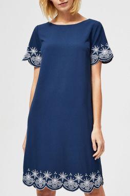 2361891f7921 Moodo tmavo modré šaty s bielymi výšivkami