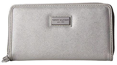 Tommy Hilfiger Elegantná strieborná dámska peňaženka Womens Core Wallets  Zip Around Wallet Silver značky Tommy Hilfiger - Lovely.sk 0182b6239bd