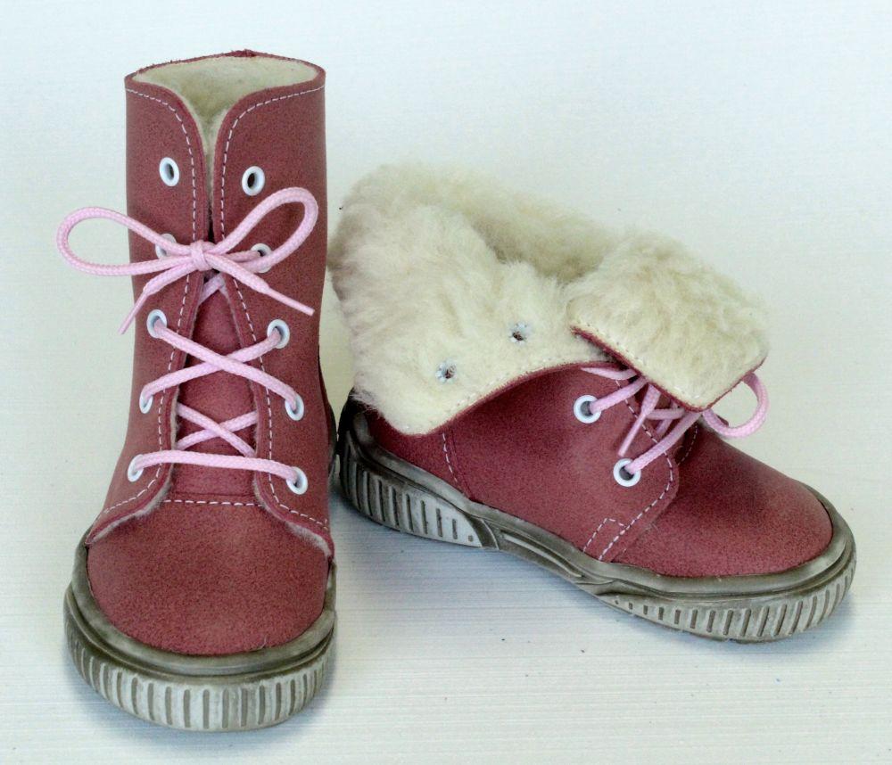 První krůčky Dievčenské zimné topánky so šnúrkami - ružové značky ... c3370cf6b1c