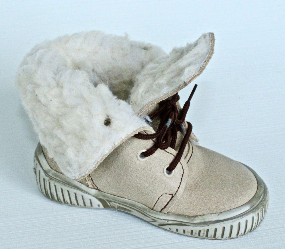 První krůčky Detské zimné topánky so šnúrkami - béžové značky První ... fa5f6827dba