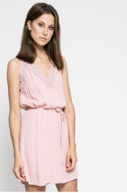 Ružové plisované šaty s čipkou na chrbte VILA Ines značky VILA ... c58b30023f1