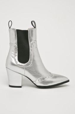 9100a6fd89 Členková obuv GUESS - FLGIU3 LEM10 SILVE značky Guess - Lovely.sk