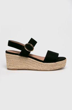 f8388171f42e Dámske sandále na klinovom podpätku - Lovely.sk