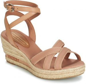 2a0f93d455f1 Koralové dámske sandále na platforme Tommy Hilfiger značky Tommy ...