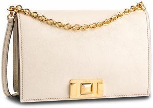 3d3a333842 Lakovaná listová kabelka s retiazkou značky Baťa - Lovely.sk