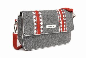 Šedá kabelka – Red Detail Cross Body