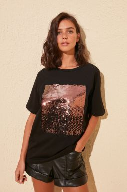 Trendyol Black Sequin Embroidered Knit t-shirt